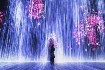 Universe of water particles teamLab Tokyo