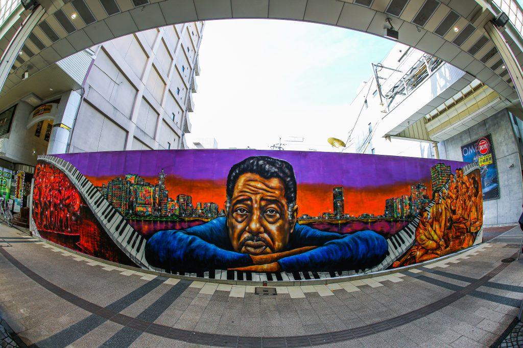Japanische Stadt Niigata ehrt Jazz-Legende mit einem Mural von Künstler NOVOL