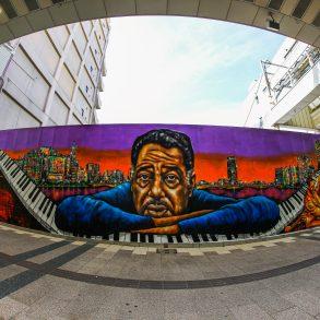 Japanische Stadt Niigata ehrt Jazz-Legende Duke Ellington mit einem riesigen Mural des Künstlers NOVOL